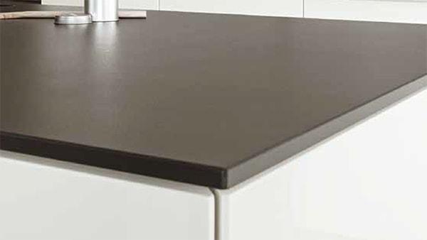 quarz arbeitsplatte bei küchen staude