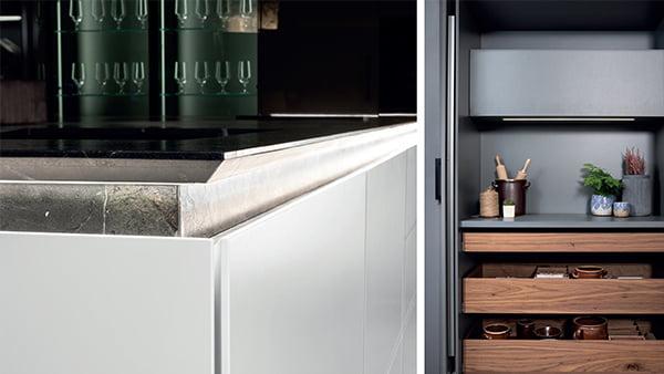 warendorf küche nuancen schwarz weiß mit glas und holz elementen