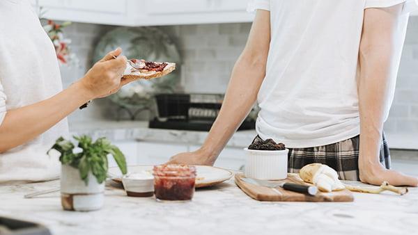 selber kochen in der küche als zero waste tipp zur müllvermeidung