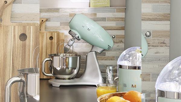 smeg küchenmaschine in pastellgrün