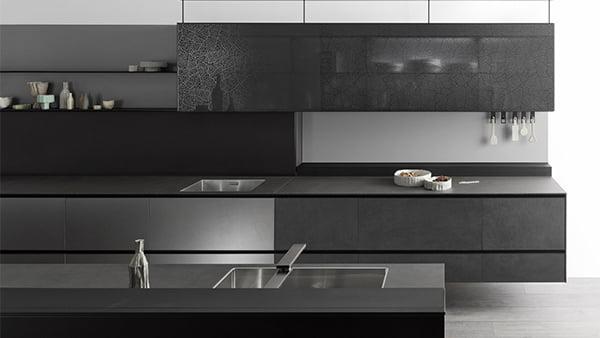 valcucine küche in schwarz aluminium und glas beton optik grifflos