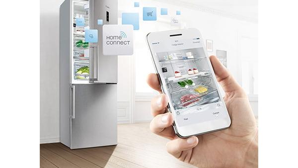 kühlschrankinhalt auf smartphone als beispiel für smarte home connect einkaufslisten