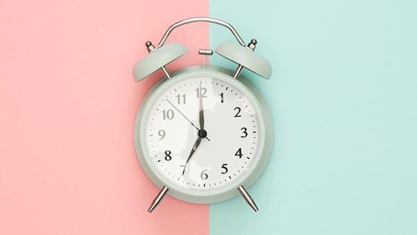 Wecker als Symbolbild für die Dauer einer Küchenplanung