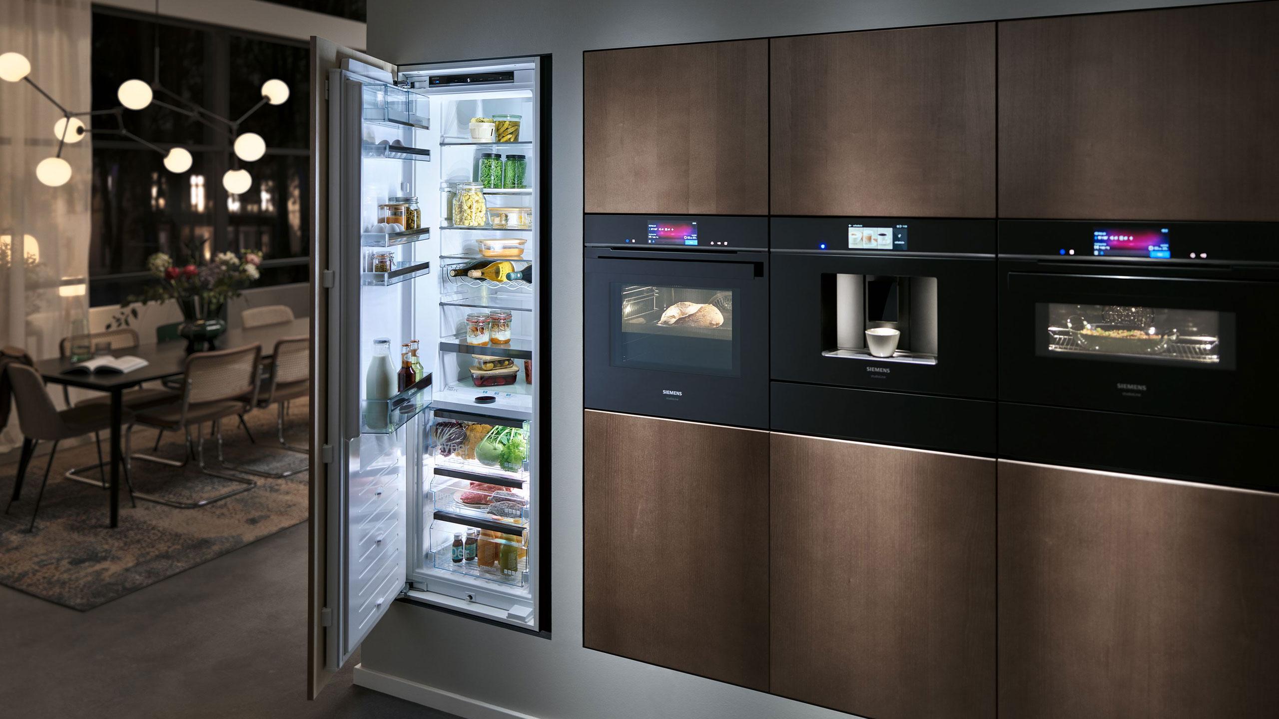 siemens studioline einbaugeräte in moderner schwarzer küche