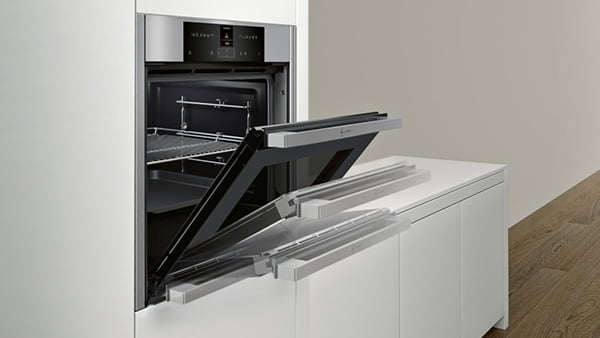 Neff collection backofen mit der funktion slide and hide veranschaulichung der vollversenkbaren backofentuer