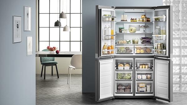 side by side Kühlschrank mit offenen Türen