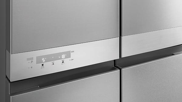 Temperaturanzeige an silbernem kühlschrank