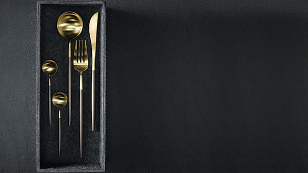 next125 flex schubladen box aus schwarzem vlies mit goldenem Besteck