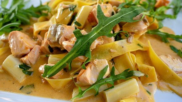 lachs pasta mit spargel in rahmsoße